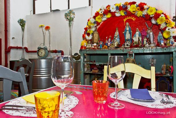 Muito bom ambiente, um staff simpático e uma gastronomia que nos faz viajar pelo mundo. Isto e muito mais descobrimos no El Bulo Social Club by Chakall.