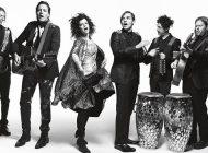 """Arcade Fire apresenta """"Everything Now"""" num espetáculo 360.º"""