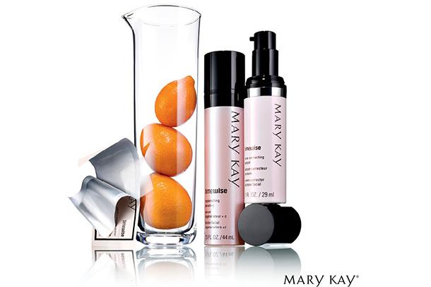 A Mary Kay apresenta o Vitamina C Activating Squares TimeWise, tecnologia revolucionária que leva Vitamina C pura à pele através de um pequeno quadrado dissolúvel.