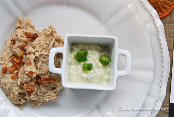 Uma deliciosa combinação: açorda de leitão, o signature dish do dia, responsabilidade do chef Eduardo Duarte, do restaurante Solar dos Presuntos, e risotto de espargos.
