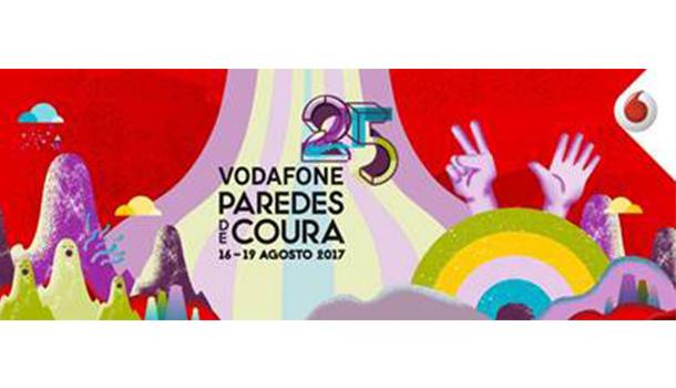 A celebrar a 25.ª edição, o Vodafone Paredes de Coura marca esta data especial com uma exposição de fotografia ao ar livre, no centro da vila minhota.