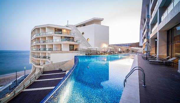 A pensar em quem escolhe Sesimbra para passar esta noite especial do ano, o Sesimbra Hotel & Spa tem já disponível o seu programa para o Réveillon.
