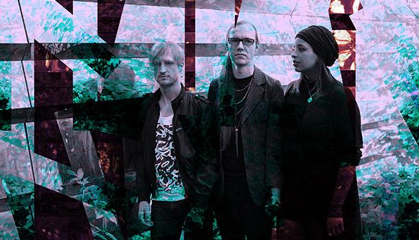 Os Jaguwar começaram como um trio em Berlim formados por Oyémi e Lemmy em 2012 aos quais se juntou Chris em 2014.