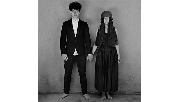 """O novo disco dos U2, """"Songs of Experience"""", é o 14.º álbum de estúdio da banda. Com 13 novas canções, é editado em formato digital, CD e em duplo vinil."""