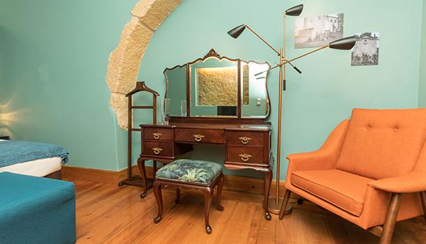Localizada no coração da vila de Palmela, a 35 km de Lisboa, a Casa de Atalaia é um turismo de habitação que começou por ser, nos anos 40 do século XX, uma adega.