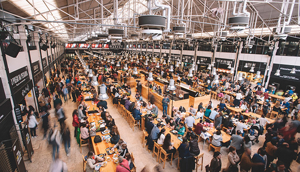"""O Time Out Market Lisboa, no Mercado da Ribeira, recebeu o The Hamburg Foodservice Award, em Hamburgo. Foi distinguido por ser """"um dos conceitos mais visionários da Europa"""" no sector da restauração."""