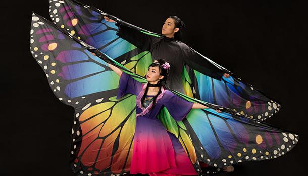 A lenda sobre um amor proibido, vivido no ano 377 a.C. durante a dinastia Jin Posterior, numa época repleta de preconceitos sociais, é dramatizada no espectáculo de dança tradicional chinesa Butterfly Lovers.