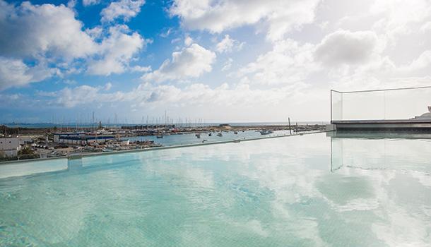 Lagos Avenida Hotel está virado para o mar e para a marina da cidade algarvia.