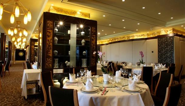Considerado o melhor restaurante chinês em Portugal, o Estoril Mandarim, situado no edifício do Casino Estoril, reabriu, recentemente após uma profunda remodelação.