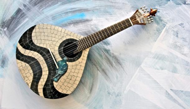 Sob a curadoria de Ana Maria Catarino Doria, esta mostra de pintura Guitarras - Vidas Secretas de Luís Espírito Santo, apresenta 20 obras, estando patente no espaço da Galeria de Arte, localizado na área circundante ao Arena Lounge.