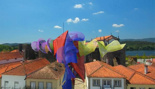 No ano em que se assinalam os 40 anos da Bienal Internacional de Arte de Cerveira, o artista Acácio de Carvalho está a ser desenvolver uma intervenção inédita no Castelo de Cerveira.