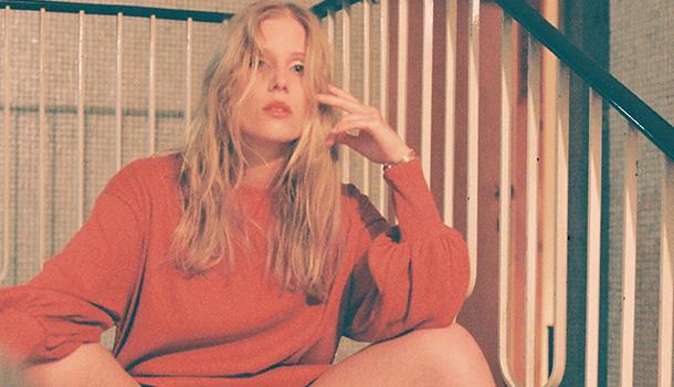"""Sofia Ribeiro, a.k.a. LINCE, tem um novo single, o tema """"It Feels Like Looking at Sculptures"""", que antecipa a chegada do seu álbum de estreia no Outono."""