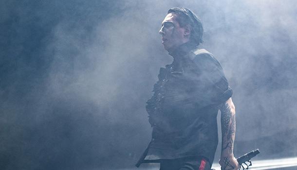 Foi uma das mais controversas figuras do universo musical internacional. Neste seu regresso a Lisboa, Marilyn Manson pouca ou nenhuma controvérsia gerou deixando em muitos a evidência de que o tempo leva tudo, até a possibilidade de ser controverso.